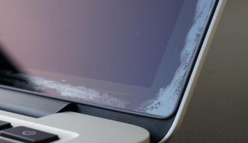 MacBook Pro ရဲ့ Display မှာ Anti-Reflective Coating ပျက်စီးခဲ့ပါက Free လဲပေးမယ့် Apple