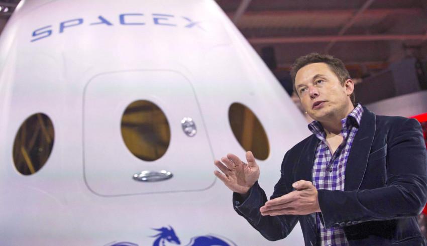 ၂၀၁၈ မှာ လကမ္ဘာဆီသို့ လည်ပတ်သူနှစ်ယောက် ခေါ်ဆောင်သွားမယ့် SpaceX